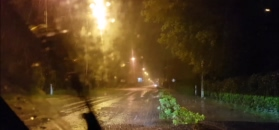 Gwałtowne opady nad Polską. Czytelnik nagrał zalaną drogę