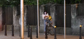 Skryta Miriam Shaded przemierza Warszawę pod osłoną nocy