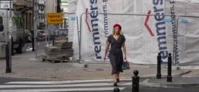 Ślotała wykazuje się ułańską fantazją brylując po ulicach Warszawy w stroju paryżanki