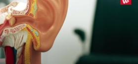Dobrze czyść uszy. Konsekwencje nadmiaru wosku w uszach
