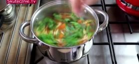 Włoska zupa pomidorowa z marchewką, porem i makaronem