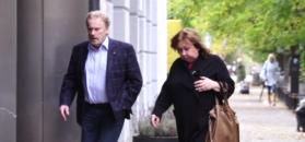 Daniel Olbrychski maszeruje dziarsko z żoną do