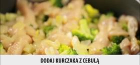 Zapiekanka brokułowa z kurczakiem. Obiad z piekarnika