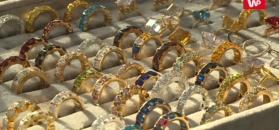 """Rozenek cała w złocie rozprawia o biżuterii: """"Motywy zwierzęce są bardzo modne w tym sezonie"""""""