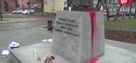 Pomnik prałata Jankowskiego oblany farbą. Na tym jednak nie koniec