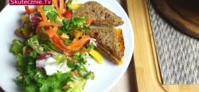 Szybka kolacja. Tosty serowe i kolorowa sałatka