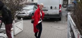 Zielińska w czerwonym płaszczu tuli się do brody św. Mikołaja