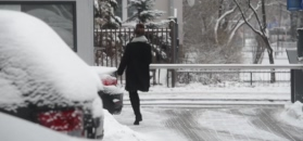Wendzikowska w kozakach za 500 dolarów pomyka do Porsche
