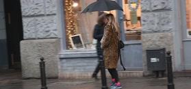 Panterkowa Olejnik przemierza Warszawę w deszczowe popołudnie