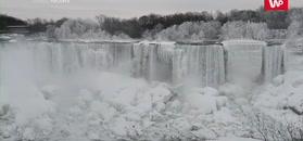"""""""Zamarznięty"""" wodospad. Na Niagarze piętrzy się lód"""