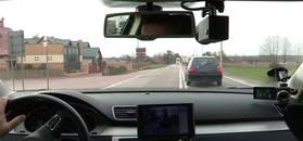 Policjanci nagrali wyprzedzającego kierowcę.