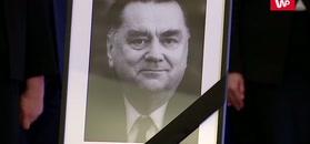 Trumna z ciałem premiera Olszewskiego złożona w KPRM