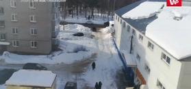 Śnieg zsunął się z dachu. Kobieta miała ogromne szczęście