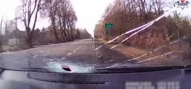 Metalowa rura przebiła szybę i raniła kierowcę