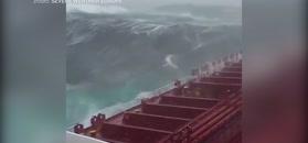 Sztorm na Morzu Północnym. Niesamowite nagranie z pokładu statku