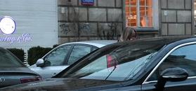 Przetakiewicz w wężowych kozakach pomyka do Bentley'a za 1,7 miliona złotych