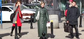 Zamachowska z kwaśną miną przemierza ulice Warszawy