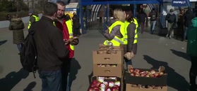 Pokojowy protest rolników: rozdają jabłka. Mają swój cel