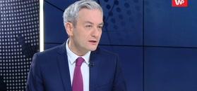 Robert Biedroń broni Rabieja. Atakuje polityków KE