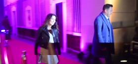 Dziewczęca Beata Tadla z partnerem na urodzinach teatru