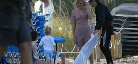75-letni Mick Jagger na plaży z dwuletnim synem i dziewczyną