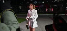 Lara Gessler w białych kozakach obściskuje się ze znajomym projektantem