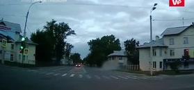Została za nim chmura kurzu. Nagranie kierowcy z Rosji