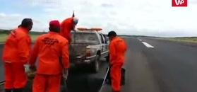 Na lotniski w Paragwaju. Robotnicy szczególnie się nie przejęli