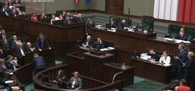 Burzliwa debata w Sejmie. Nitras wręcza buciki Kaczyńskiemu
