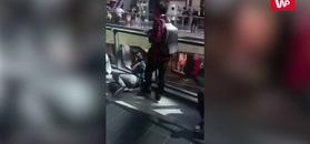 Małolaty demolują sklepowe bramki na promocji butów Kanye Westa