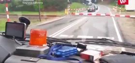 Niebezpieczne zachowanie kierowców na przejeździe kolejowym