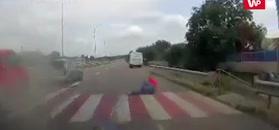 Pieszy aż się przewrócił. Wstrząsające nagranie z Ukrainy