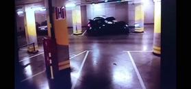 Kolizja rozpędzonego auta na parkingu. Auto samo dało znać policji o wypadku